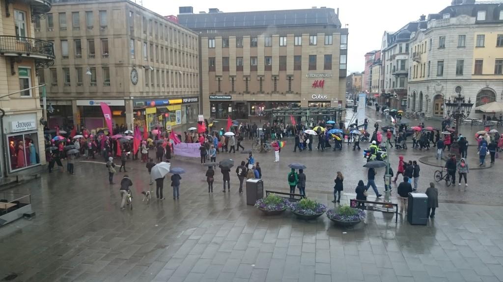 Vänsterpartiet möter Feministiskt Initiativ på Stora torget i Uppsala